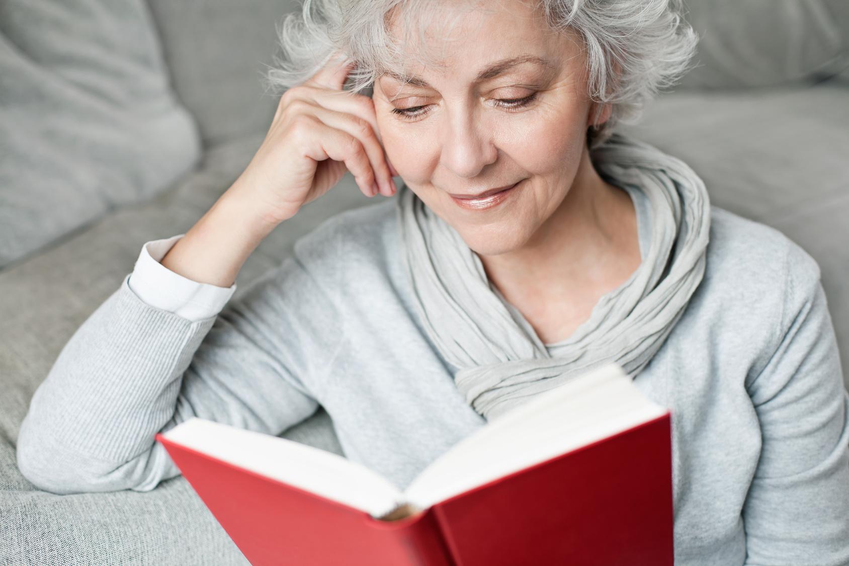 Lesen ohne Brille mit Gleitsichtkontaktlinsen