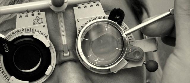 Brille mit 9,5 Dioptrien Zylinderwirkung