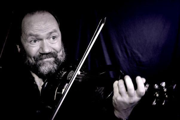 Uli Schwabe an der E-Geige